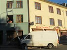 Řidič nezvládl v Šumperku zatáčku a narazil do sloupu veřejného osvětlení....