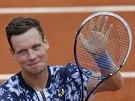 Tom� Berdych slav� postup do druh�ho kola Roland Garros.