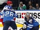 Finský brankář Pekka Rinne je překonaný, ve finále MS ho pokořil Sergej Širokov...