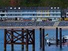 Přístavní molo a hotelový komplex v přístavu na Helgolandu