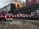 V Doněcku vyhořela část hokejového stadionu (27. května 2014).