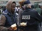 Policie zasahuje v táboře v Calais.