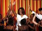 Michelle Obamov� si s d�tmi v B�l�m dom� zatan�ila tak�.