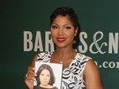 Toni Braxton se svoj� novou knihou Unbreak My Heart (New York, 20. kv�tna 2014)