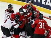 BOJ. Hokejisté Lotyšska bojují se Švýcary o naději na čtvrtfinále všemi možnými...