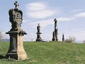 Pohled na Křížový vrch, cílový bod poutní Křížové cesty v Rudě u Rýmařova.