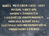 Pamětní deska zakladatele papírenského náhonu.