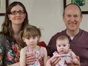 Sestry Rose a Daisy Mulchinockovy se svými rodiči.
