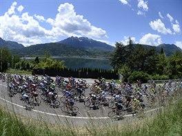 Sedmn�ct� etapa cyklistick�ho Gira byla je�t� poznamenan� probl�my t� p�edchoz�. Alespo� po�as� u� bylo p��jemn�j��.