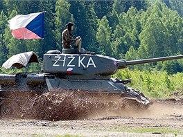 Oblíbeným bodem programu jsou jízdy vojensko-historických vozidel těžkým terénem