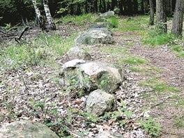 Záhadné kamenné řady u Kounova. Na lokalitě o rozloze zhruba 11 hektarů se...