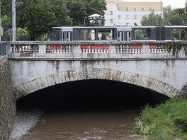 První betonový most v Čechách. Přes řeku Rokytku v pražské Libni.