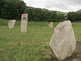 Menhiry u Klentnice. Na snímku vedoucí David Langar z Dmu vedoucí Domu na půli...