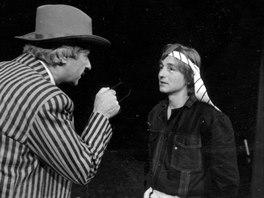 V červnu 1986 měla premiéru Čapkova hra Loupežník. Na fotografii vlevo Jan...