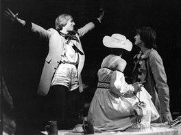 Hra Pekař Jan Marhoul měla premiéru 8. června 1985. Tomáš Jirman vlevo ve...