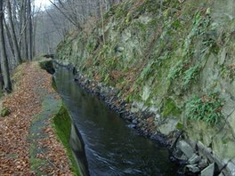 Weisshuhn�v kan�l, dlouh� 3,6 kilometr�. m� sp�d 23 metr�.
