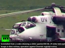 Záběr z materiálu televize RT zachycuje údajný ukrajinský vrtulník s označením...