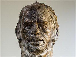 Ve slévárně v Horní Kalné na Trutnovsku vznikla bronzová pozlacená busta...