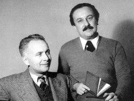 Adolf Hoffmeister (vpravo) s Louisem Aragonem na fotografii Staši Fleischmannové