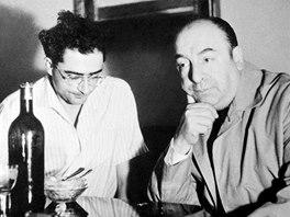 Manžel Staši Fleischmannové Ivo Fleischmann (vlevo) s chilským básníkem Pablem