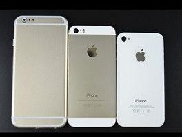 Maketa iPhonu 6 ve společnosti modelu 5s a 4/4s