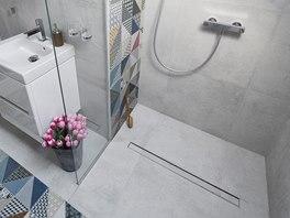 Sprchový kout je bezbariérový, stačilo drobné vyspádování. Dlažba Deco působí