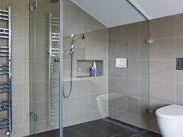 Nika ve sprchov�m koutu je ur�it� praktick�.