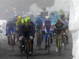P�i �tern� etap� Gira m�jeli cyklist� sn�hov� st�ny.