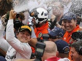 Nico Rosberg slav� triumf ve Velk� cen� Monaka.