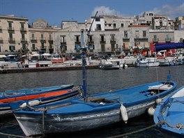 Spousta mužů se na Sicílii živí rybařením, i díky tomu je zdejší pestrá kuchyně...