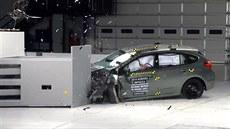 Americký institut IIHS provádí crashtesty na levý p�ední roh vozidel, kde jsou...