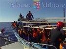 Další uprchlíci pluli do Itálie na přeplněných člunech