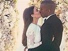Kanye West dal snímek ze svatby na internet.