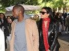 Kim Kardashianov� a Kanye West budili v Praze pozornost. Lid� si je fotili na...