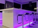 Studené namodralé LED diody nepatří do kuchyně ani do jídelny.