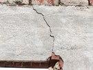 Prasklina na domě v Kraslicích po sobotním zemětřesení, které bylo nejsilnější...