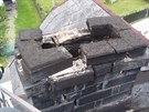 Hasiči po sobotním zemětřesení vyjeli k rozpadajícímu se komínu ve Stříbrné na...