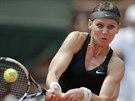 Lucie Šafářová vrací míček na Srbku Ivanovičovou ve 3. kole Roland Garros.