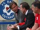 DERNIÉRA. Slávistický trenér Alex Pastoor během svého posledního utkání na...