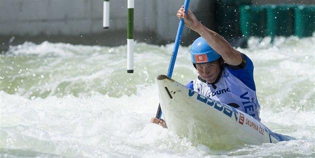 Kajaká� Ji�í Prskavec na evropském �ampionátu ve vodním slalomu.