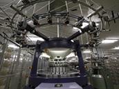 Pleas: Pletací stroj s menším obvodem dráhy (menším počtem systémů) pro užší...