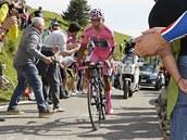 JEDE SI PRO TRIUMF. Nairo Quintana dominoval na Giru 2014 tak� v horsk� �asovce.