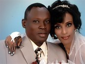 Svatební fotografie Daniela Waniho a Meriam Ishaganové, kterou zveřejnil její...