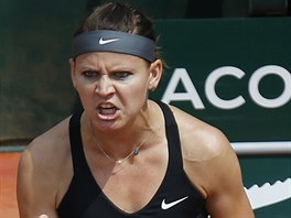 Česká tenistka Lucie Šafářová slaví postup do osmifinále Roland Garros.
