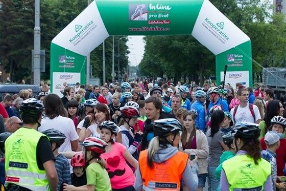 Večerního bruslení, které předchází závodu, se loni zúčastnilo přes dva tisíce...