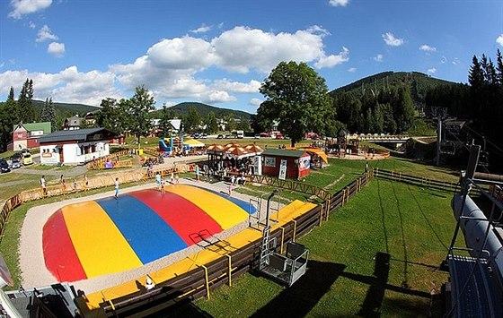 V Harrachově lze prožít adrenalinové i rodinné léto