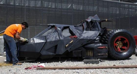 ���an si sestavil repliku Batmobilu