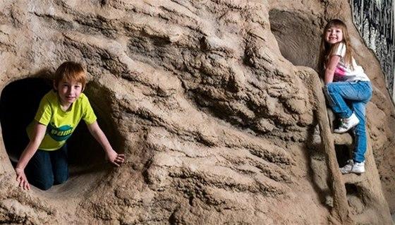 V liberecké iQLANDII čeká na odvážné děti jeskyně plazivka