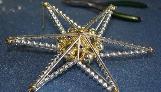 V Poniklé si můžete vlastnoručně vyrobit křehkou vánoční ozdobu ze skleněných