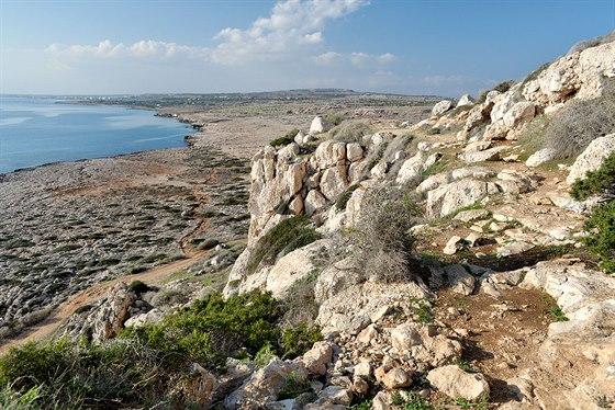 Pobřeží jihovýchodního Kypru u mysu Gkreko